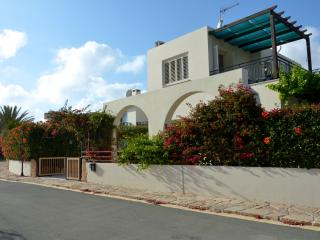 Villa ARIIADNE - Coral Bay, 2 bed, sea views, pool, walk to beach