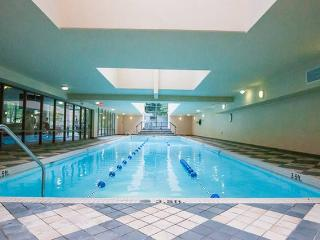 YALETOWN; LUXURIOUS 1 BR / WIFI,POOL,GYM,SAUNAS