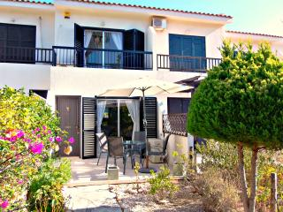 Prime Location Kato Paphos 2 bedroom Townhouse - Wifi Internet