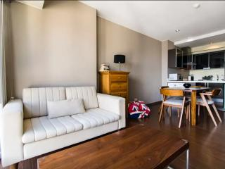 Lovely 2 bedroom in Makati with parking