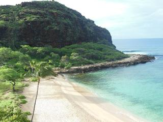 OCEANFRONT!  SECLUDED BEACH CORNER CONDO - HAS CENTRAL A/C AND PANORAMIC VIEWS