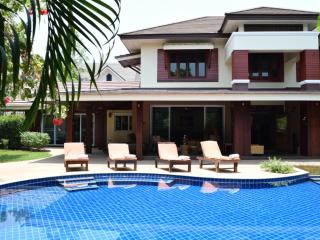 Luxury 8 bedroom Villa with Private Swimming Pool, Chiang Mai