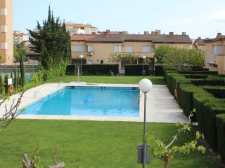 PE27 - Casa para 8, jardín, bbq y piscina comun., Roses