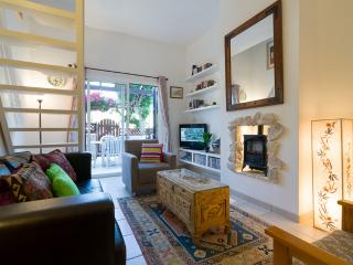Charming one bedroom townhouse with communal pool