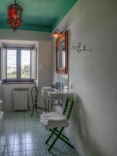 Bathroom of Room 1 with Jacuzzi