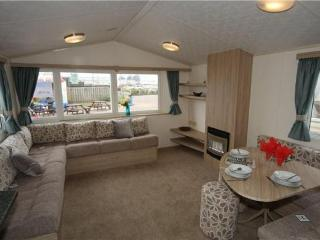 Spacious Caravan in Weymouth, Littlesea