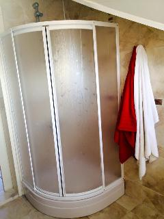Middle floor shower room and WC