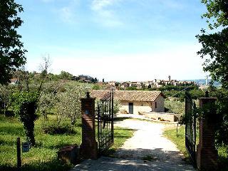 Detached villa with private pool near village, Montecchio