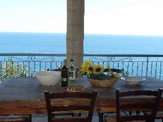 TORRENASPARO beachfront villa in relaxing place, Tiggiano