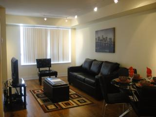 605 - Deluxe One Bedroom Plus Den Blue Jays Way, Toronto