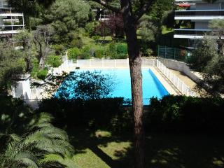 one bedroom holiday residence with swimming pool, Juan-les-Pins