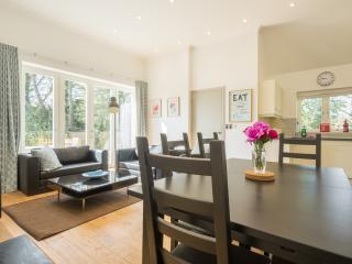 Open plan bright & fresh living area.