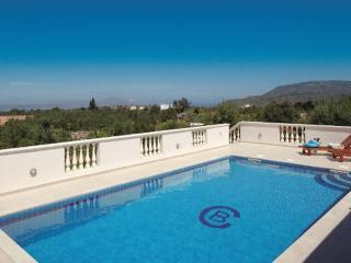 Luxury Family Friendly Villa, Private Heated Pool