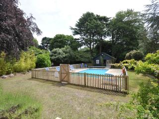7 The Boltons - Town centre, heated swimming pool