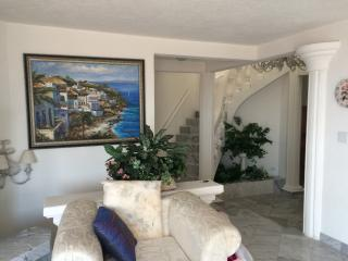 huge 5 bedroom house - can hold up to 12 people, Rosarito