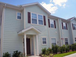 Beautiful 4 bedroom townhouse close to Disney