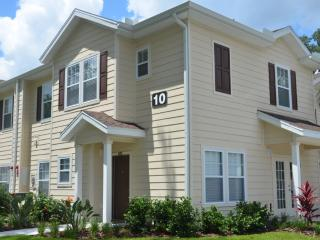 Modern 4 Bedroom Townhome close to Disney, Kissimmee