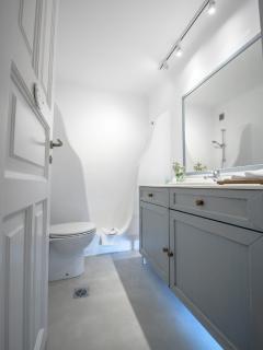 Mykonos Art Villas bathroom 2