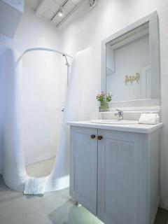 Mykonos Art Villas bathroom 3b