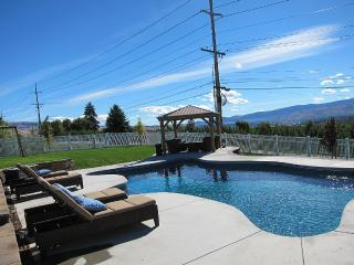 Georgous View Home w/ Heated Pool near Leavenworth, Wenatchee
