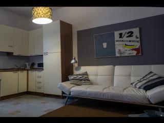 (#HINT026) Corvetto Cosy Apartment, Milan