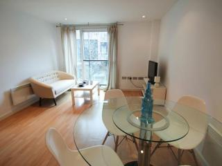 Spacious Brew House Yard 1B apartment in City of London with WiFi & lift.