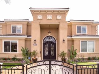Brand New, Walk to Disneyland, 4000sqft, Fireworks, Anaheim