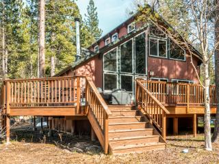 Modern 3BR Lodge-Style Home in South Lake Tahoe - Perfect Location Surrounded