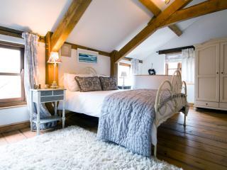Superkingsized main bedroom