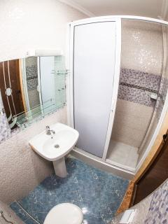 Second bathroom with shower, toilet and lavabo