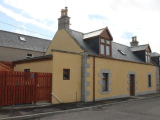 Fàilte  - luxury self catering stone cottage, Portknockie