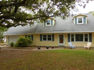 Family Friendly Summer Home at the Crystal Coast, Pine Knoll Shores