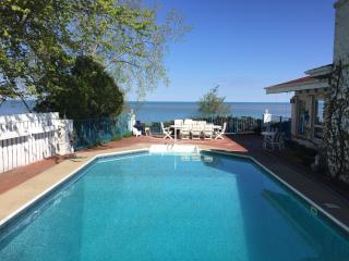 aqua Paradise JUNE $700/NT LAKEFRONT HEATED POOL, New Buffalo