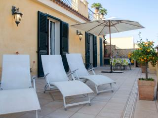 TaoApartments - Casa Vittoria - Taormina Sunny Apt. City Center with terrace