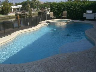 Waterfront Home, Pool/Spa, Dock and mins to beach