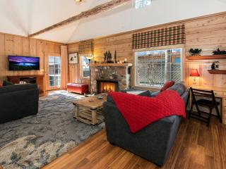 Alpine Meadows – Walk to Meadow, Mountain View, Modern Kitchen, Foosball, South Lake Tahoe