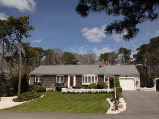 Cape Escape 5 min Walk to Beach! Private-Newly Renovated-Hear the Waves at Night, Chatham