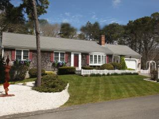 Cape Cod Escape 5 min Walk to Beach! Private-Newly Renovated-Hear Waves at Night