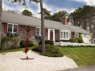 "Cape Escape! Private Setting 5"" Walk to the Beach!, Chatham"