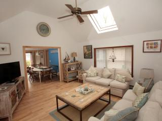 5 min Walk to Beach! Cape Escape-Private-Newly Renovated-Hear the Waves at Night, Chatham