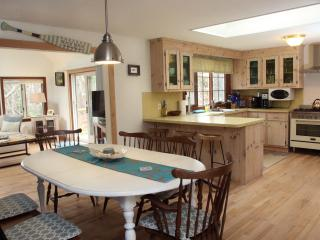 Cape Cod Escape-Privite Newly Renovated-5 min Walk to Beach!-Hear Waves at night