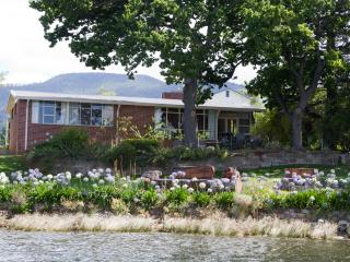Derwent Hideaway. Absolute Waterfront at Austins Ferry near Hobart Tasmania