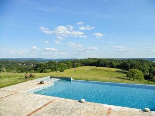 Converted farmhouse with pool, Beynac-et-Cazenac