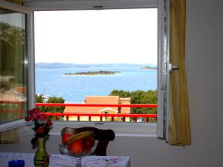 Cikara Apartment A 50 m2-WiFi,Sea View,BBQ,Garden, Drage