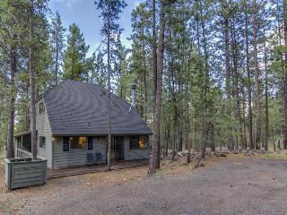 Homey family-friendly house w/private hot tub, SHARC access, great location!, Sunriver