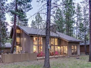 Gorgeous, newly remodeled home with shared hot tub, pool, & resort amenities!, Black Butte Ranch