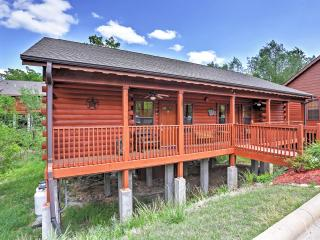 Reduced Rates! Rustic 1 BR Branson Cabin w/Wifi, Gas Fireplace & Private Covered Deck! Great Location - Close to Table Rock Lake, Taneycomo River & More!
