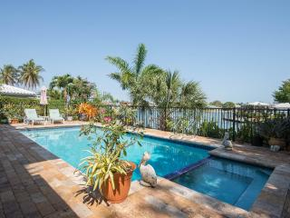 Hemingway House of Marco Island-Short Term Rental, Isla Marco