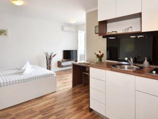 Villa luXap comfort cosy apartment 3 near split, Podstrana