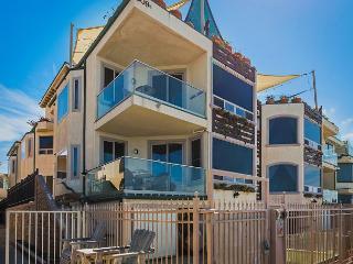 Luxury Oceantfront rental, 5br/4ba, Spa, Huge Kitchen, P908-2, Oceanside